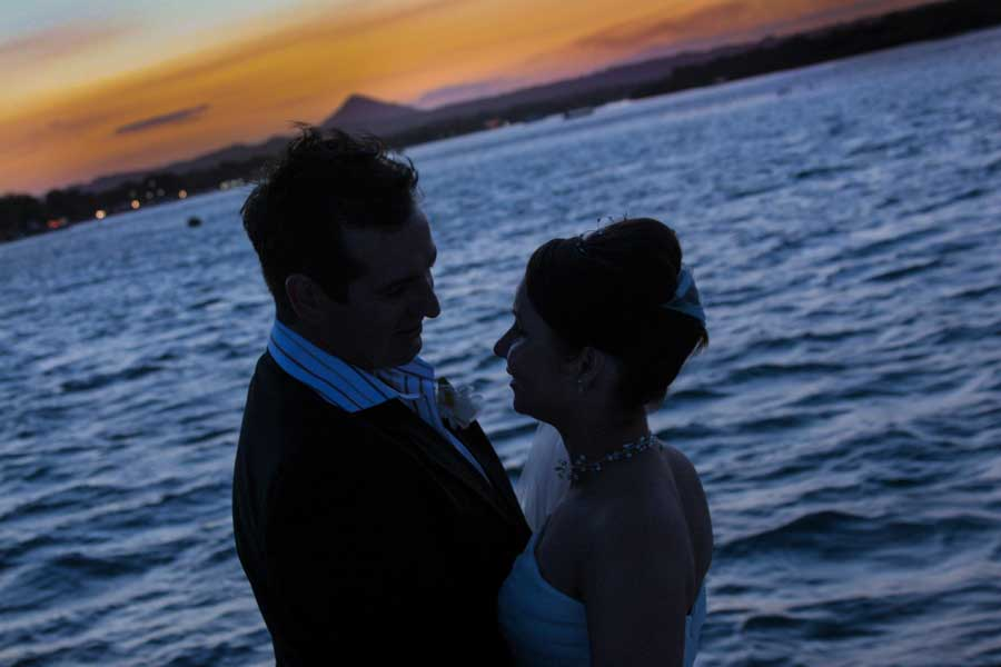 weddings photographer noosa photographs married couple at sunset on the NOOSA RIVER